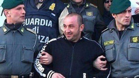 Bari, arrestato il fratellastro di Cassano: gli abitanti scendono in strada per farlo fuggire